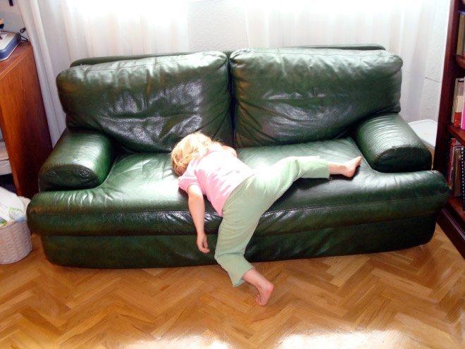 Детки спят в самых неожиданных местах