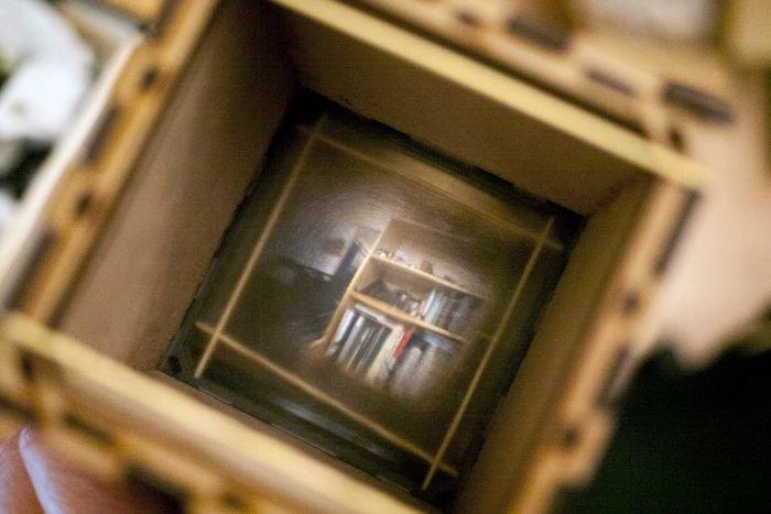 Голландский художник рассказал, как сделать фотоаппарат из старых линз и дерева