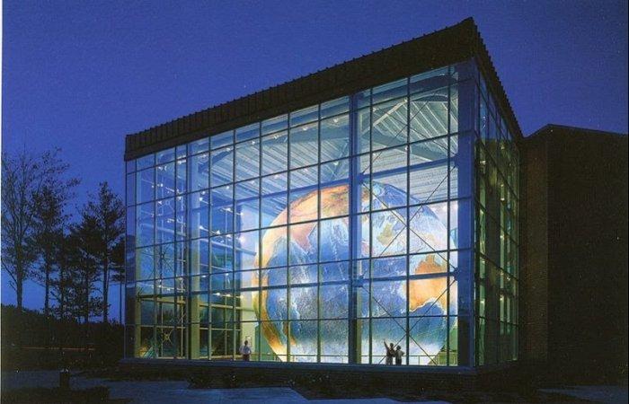 Крупнейший в мире глобус Земли Eartha
