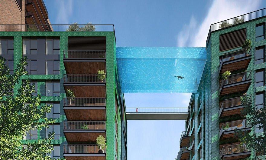 Прозрачный бассейн над землей в центре Лондона