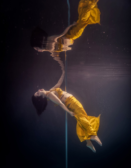 Танцовщицы на пилоне под водой