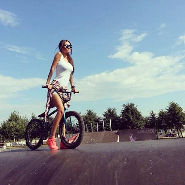 Красивые девушки на велосипедах