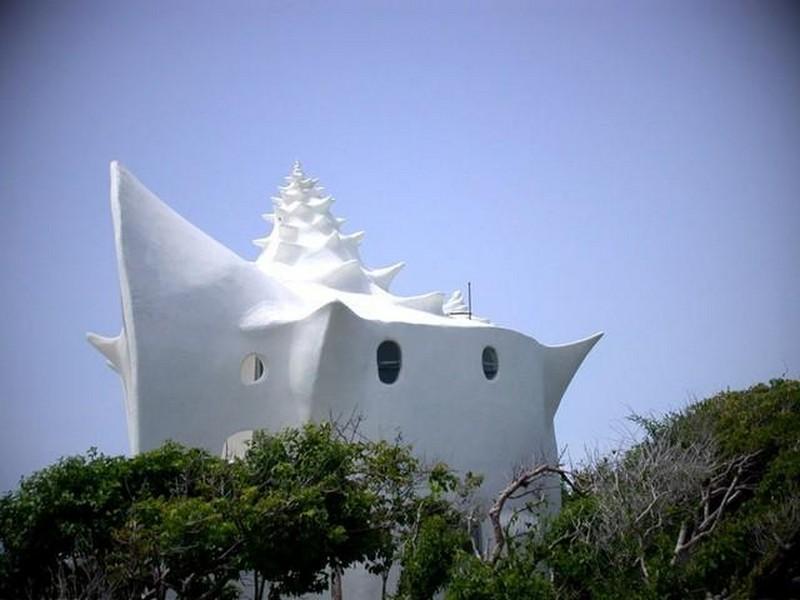 Сюрреалистичный дом-ракушка