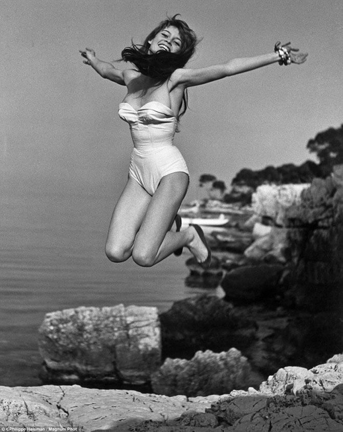 Знаменитости в прыжке от фотографа Филиппа Халсмана из 1959 года
