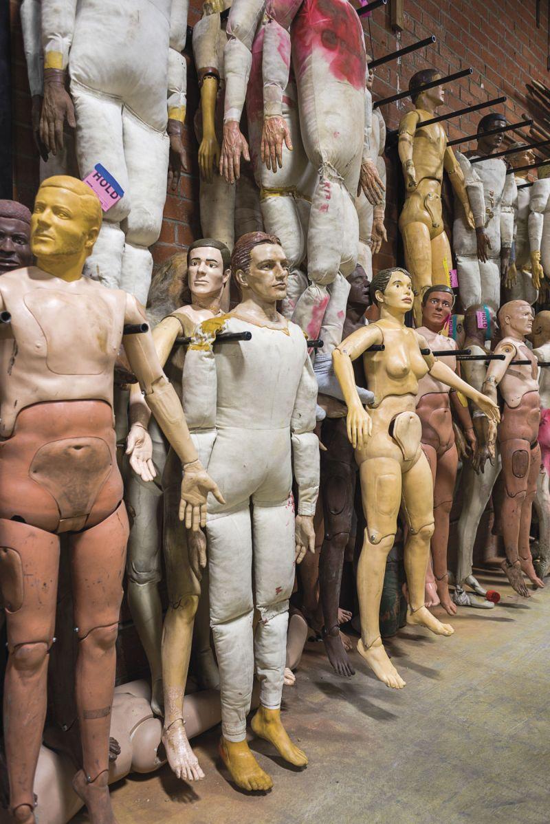 На голливудском складе декораций и бутафории