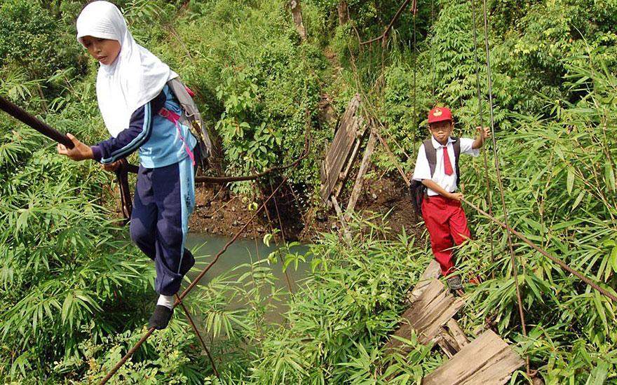 Опасные и необычные дороги в школу со всего мира