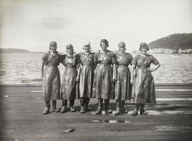 Женщины за работой в разные годы и в разных уголках Земли