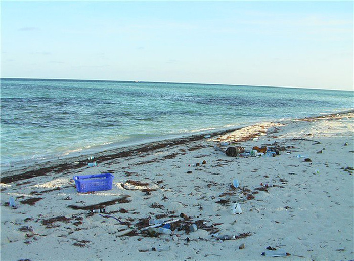 Райские пляжи, утопающие в мусоре