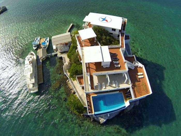 Люксовый отель на крошечном острове