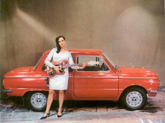 Ретрореклама автомобилей с девушками