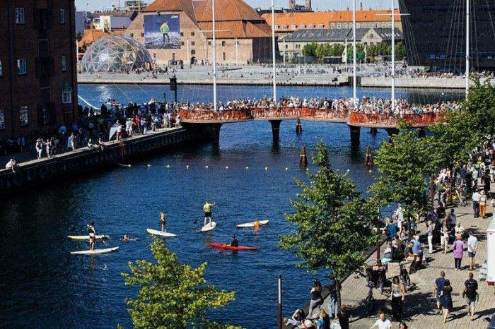 Необычный мост Cirkelbroen в Копенгагене