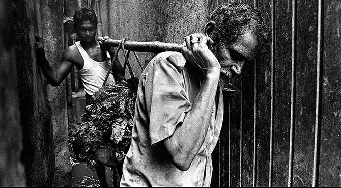 Как чистят канализацию в Мумбаи