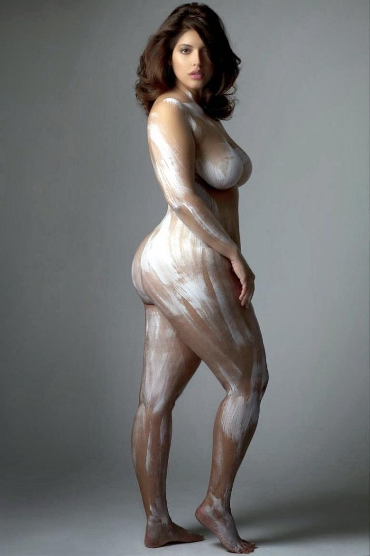 Очень соблазнительные женщины в теле в фотокниге Изгибы