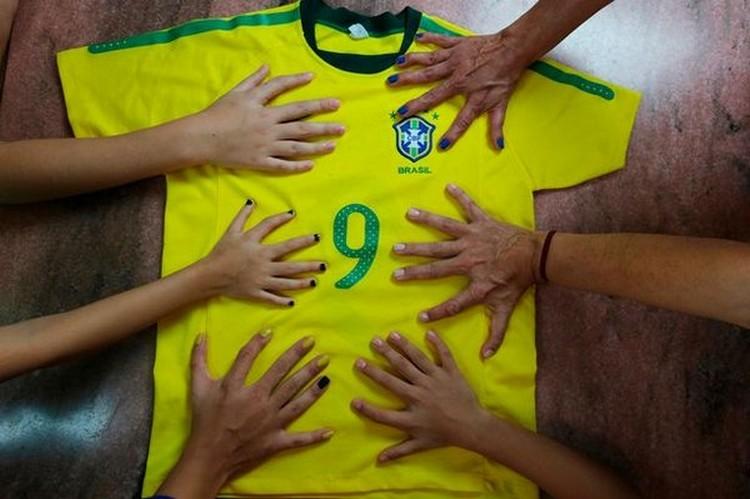 У 14 человек из бразильской семьи по 6 пальцев
