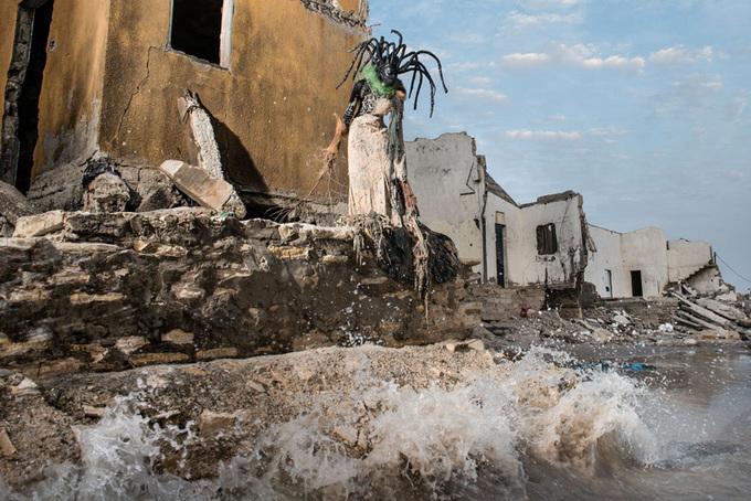 Костюмы из мусора в Сенегале от Фабриса Монтейро
