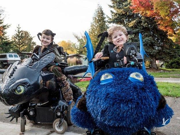 Роскошные карнавальные костюмы к Хэллоуину для детей-инвалидов