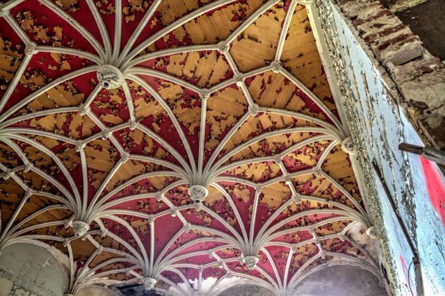 Заброшенный Замок Миранда в Арденнах