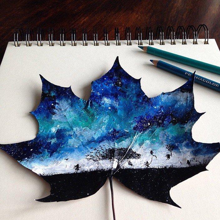 Рисунки на опавших осенних листьях