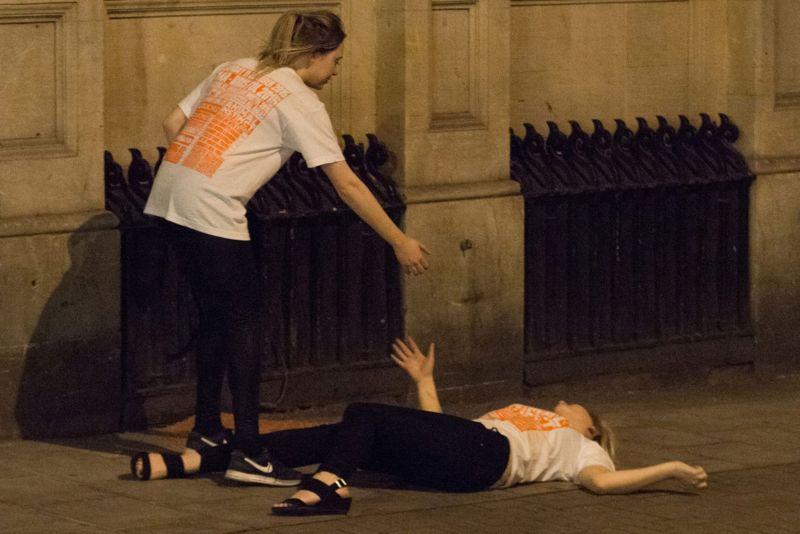 Большая пьянка британских первокурсников удалась