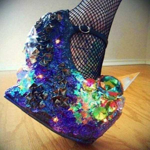 Необычные и неудобные женские туфли на каблуках