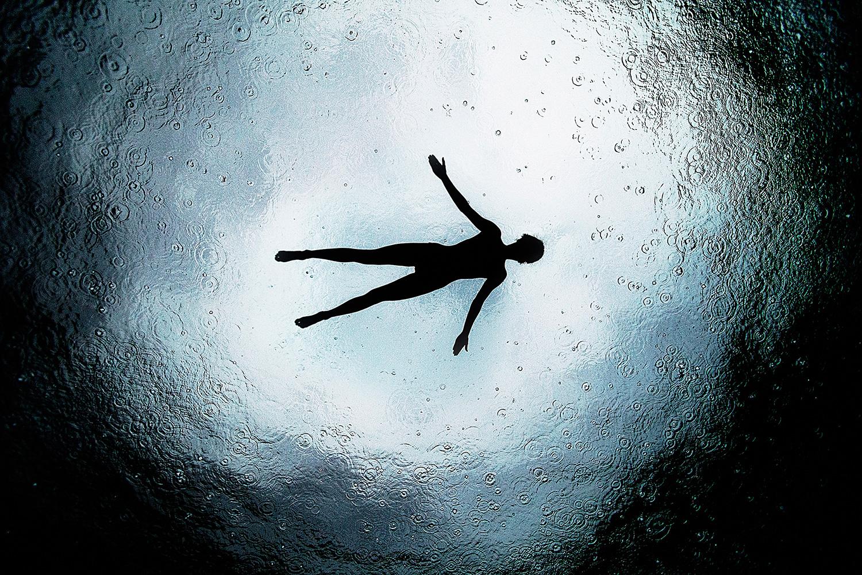 Красота девушек и величие моря на фотографиях Энрика Эдриана Дженера