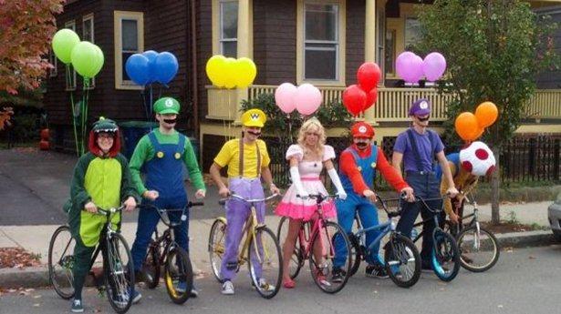 Прикольные групповые костюмы на Хэллоуин