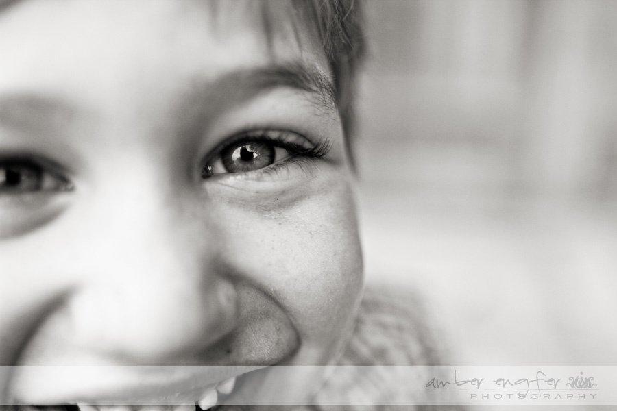 Солнечные улыбки детей на фотографиях