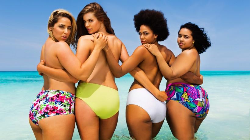 Модели пышных размеров в рекламе купальников