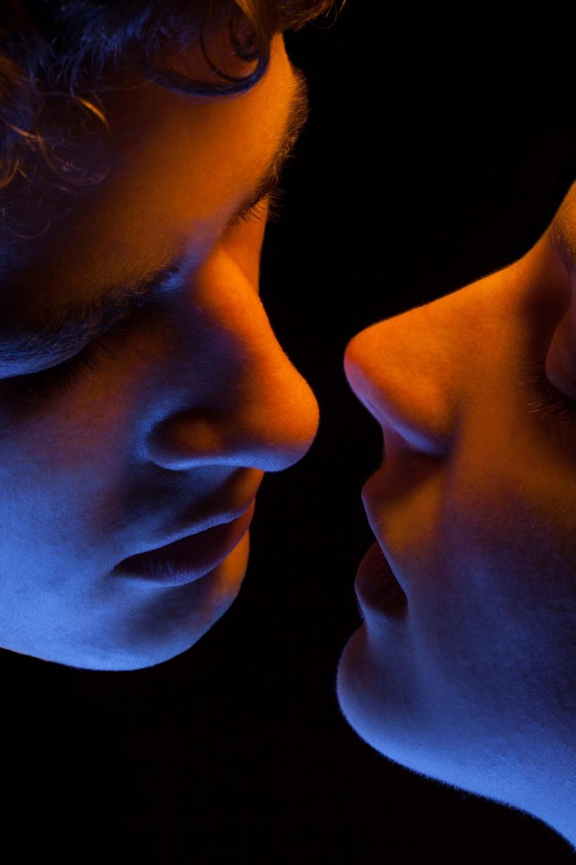 Красота поцелуя от Мэгги Уэст