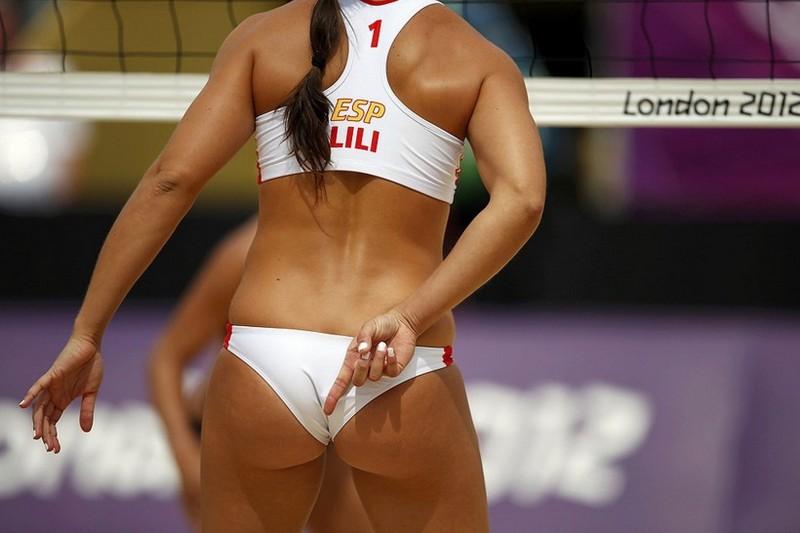 Женский пляжный волейбол популярен среди мужчин