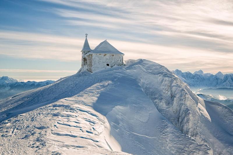Маленькие церкви в уединенных местах