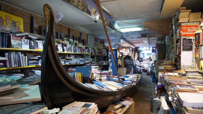 Необычный книжный магазин в Венеции