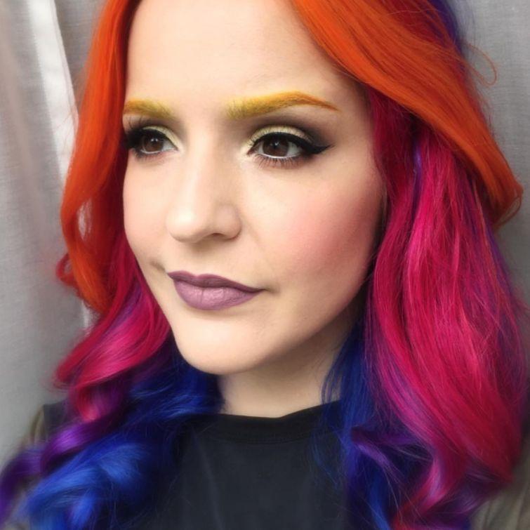 Разноцветные брови – новый модный тренд