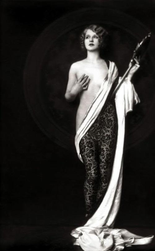 Чувственные образы красавиц на снимках начала XX века