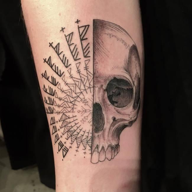 Тату-мастер Скотт Кэмпбелл сам решает, какую татуировку набить клиенту