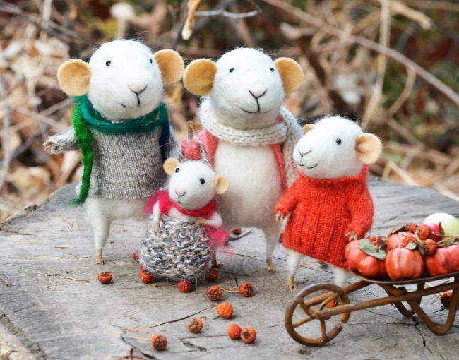 Милые мышки из войлока
