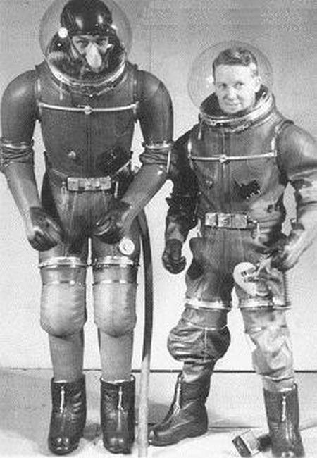 Скафандры и летные костюмы прошлого столетия