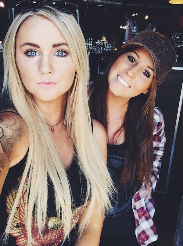 Красивые девушки так любят улыбаться