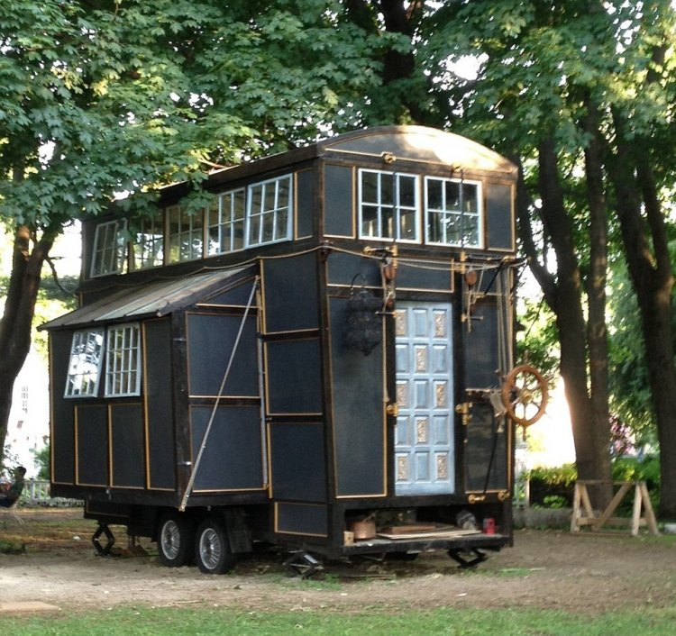 Интересный домик на колесах за 10 000$