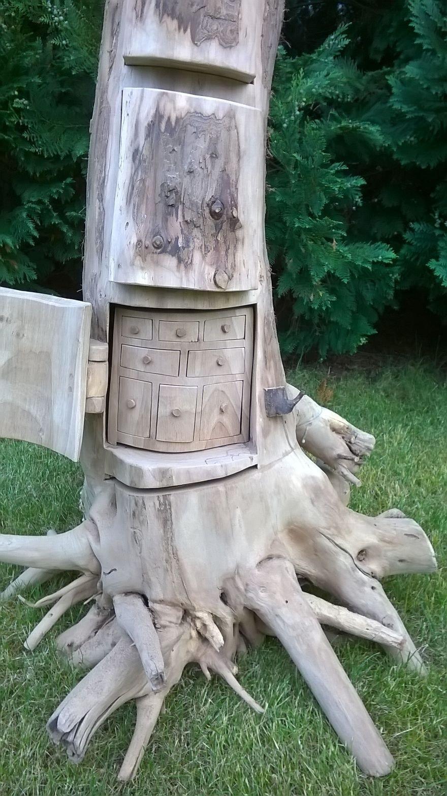 Оригинальные шкафы из цельного дерева