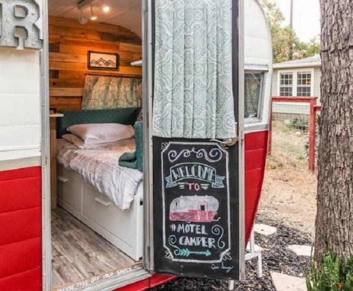 Уютный отель из обычного домика на колесах