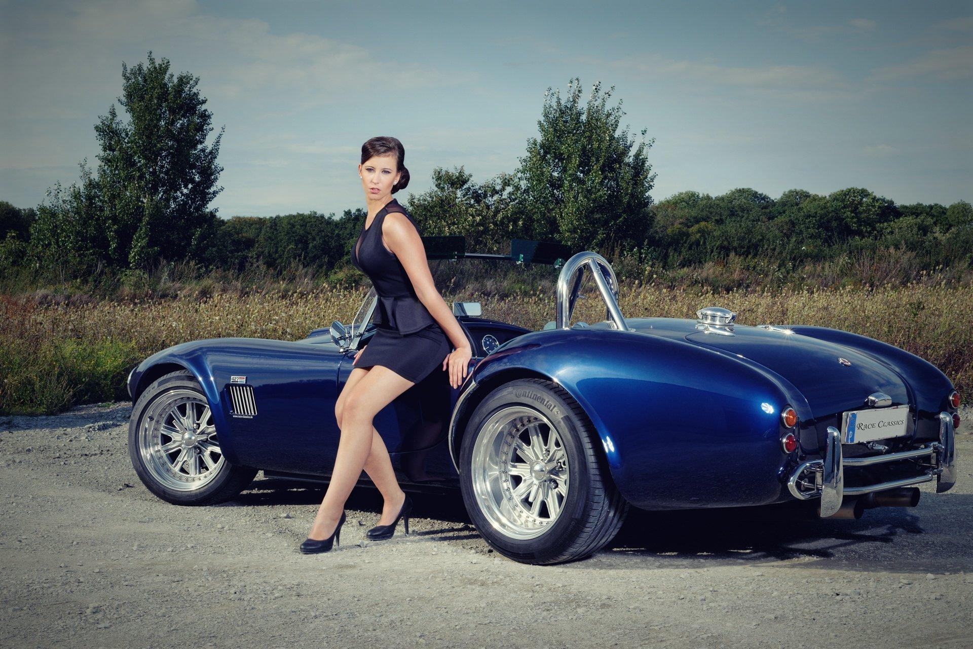 Красивые девушки и автомобили