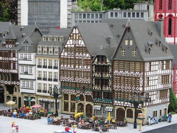 Невероятные и грандиозные сооружения из LEGO