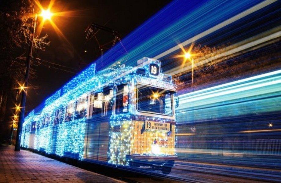Рождественские трамваи на длинной выдержке