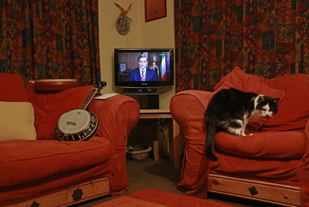 Как люди смотрят телевизор по всему миру