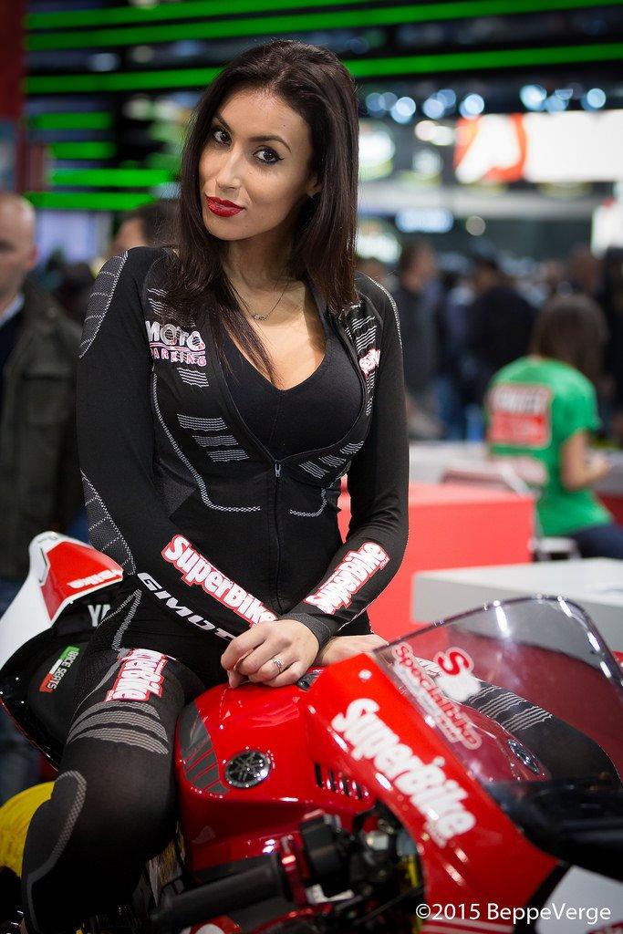 Девушки с международной выставки мотоциклов EICMA Moto 2015