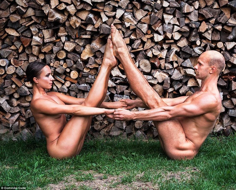Польские спортсмены разделись для благотворительного календаря