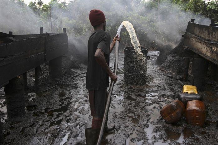 Как местные жители воруют нефть в Нигерии