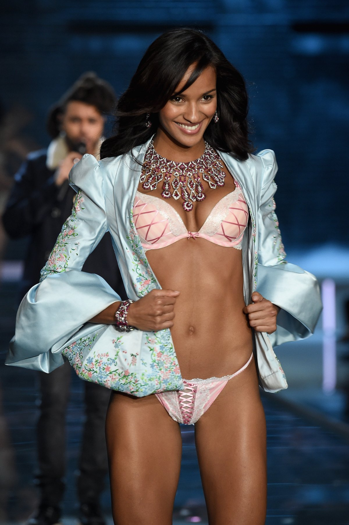 Все наряды супермоделей с показа моды Victoria's Secret Fashion Show 2015