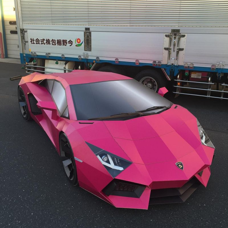 Японцы склеили из картона розовенький Lamborghini Aventador